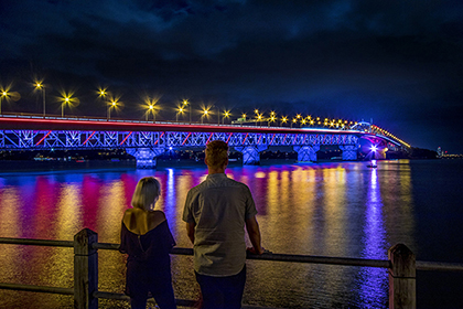 Vector lights up the Auckland harbour bridge with solar power image